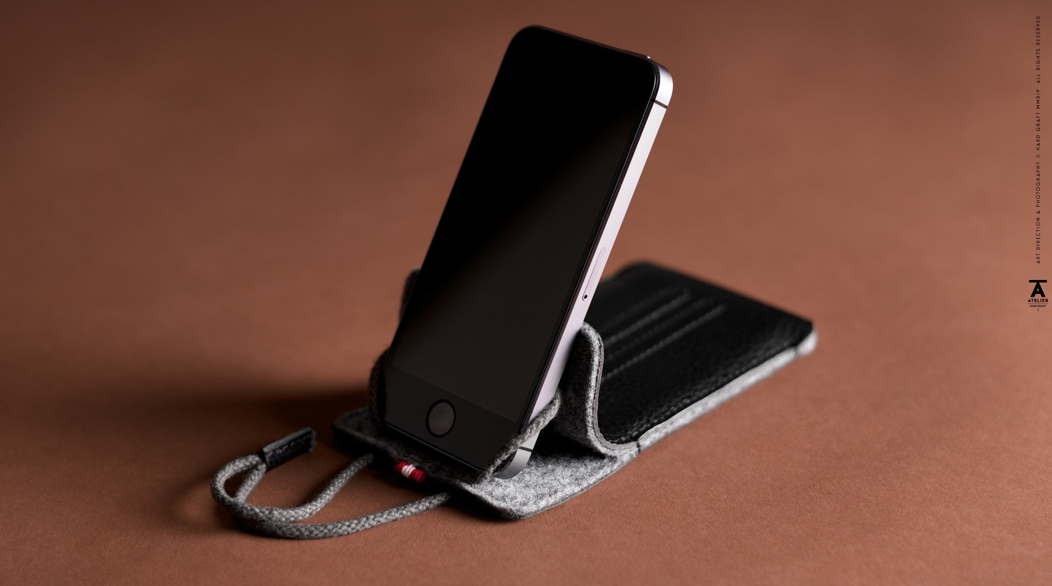 Lean iPhone SE Case . Coal