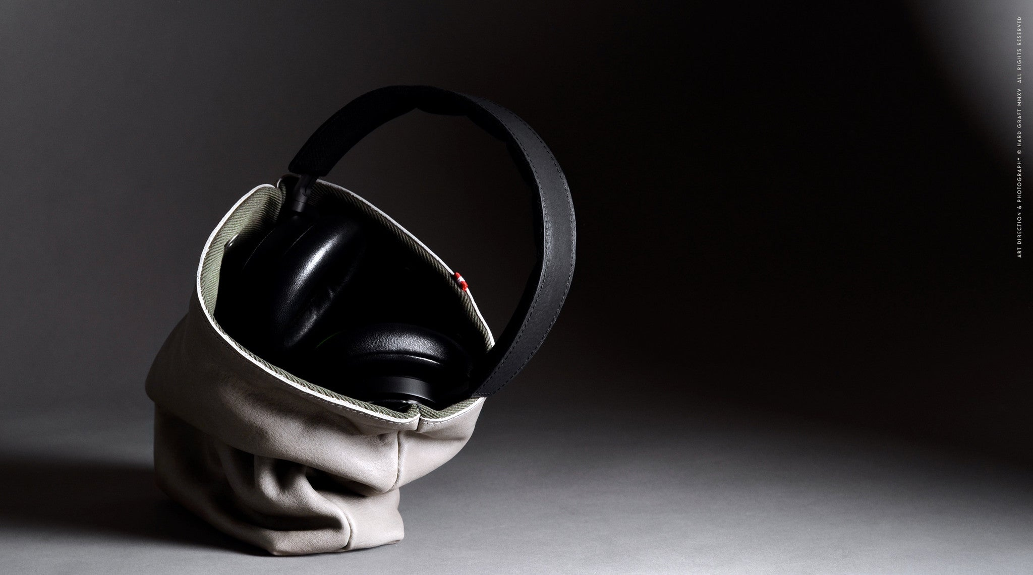 Session Headphone Case . Off Grey