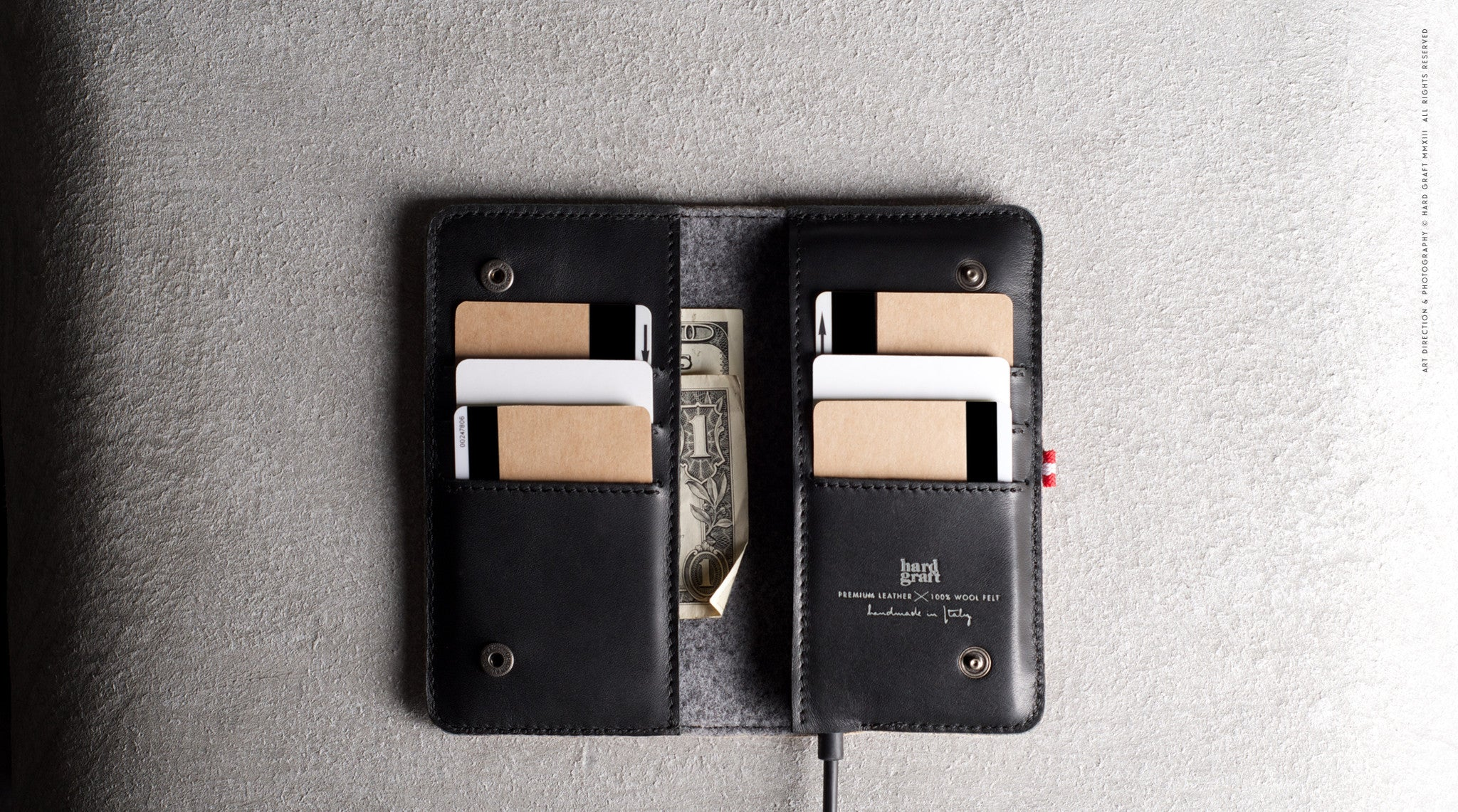 Mighty iPhone SE Fold Wallet . Classic
