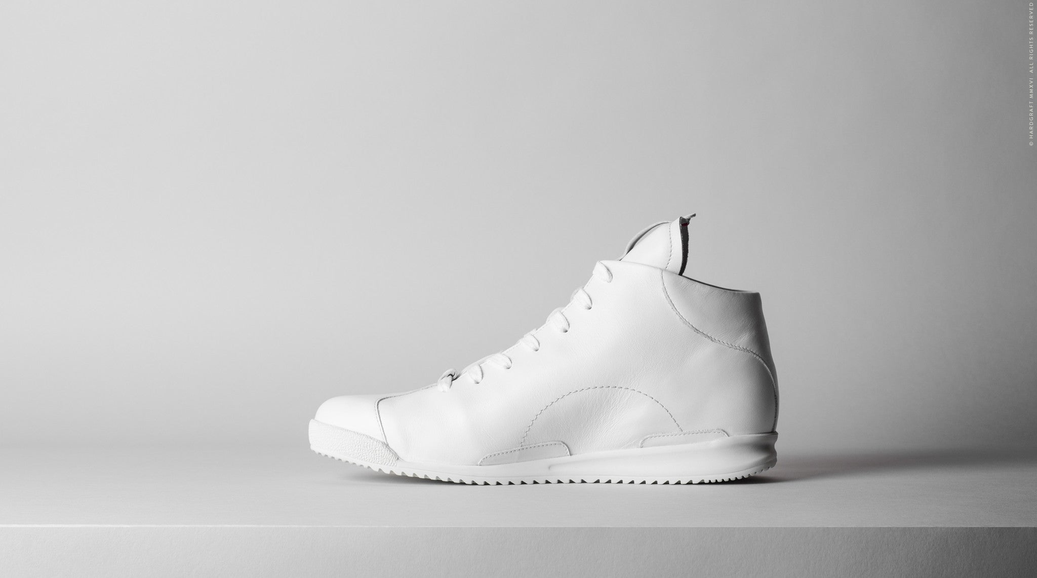 S1 Mid-Top Sneakers . Triple White