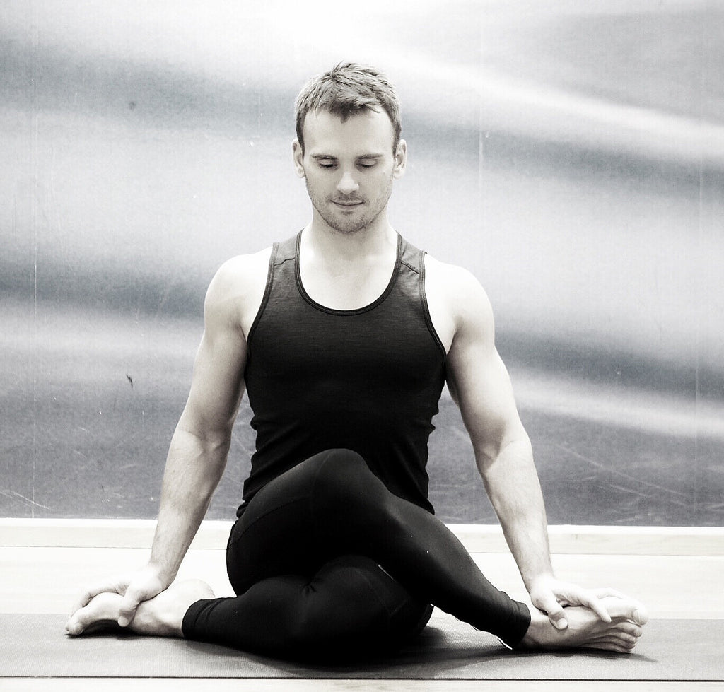 Pranayama, handstands and yin yoga w. Bjørn Jakobsen