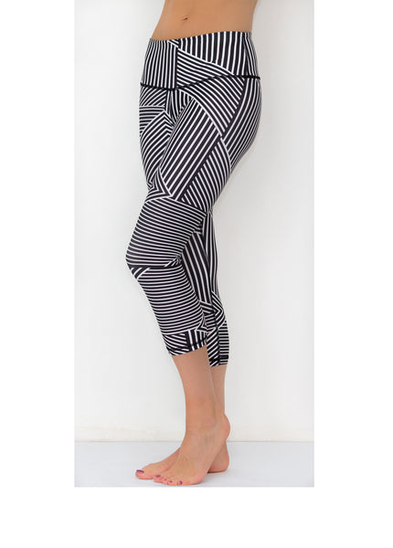 Black & White Geometric Capris - KANDASY CLOTHING