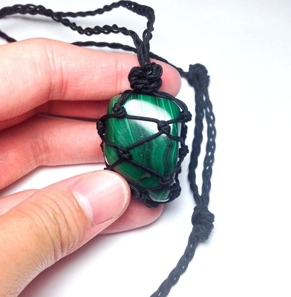 malachite knotted stone necklace