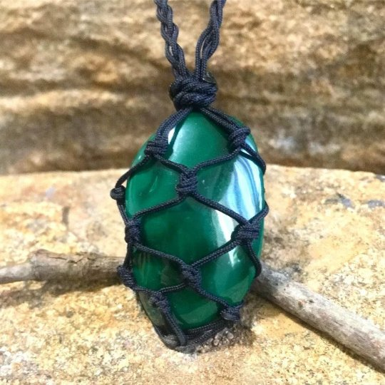 malachite macrame necklace