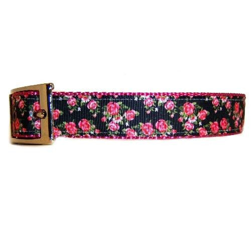 Blooming roses decorative dog collar side view.