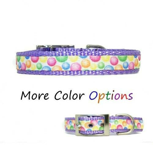 A cute bubblegum print decorative pet collar perfect for pet birthdays.