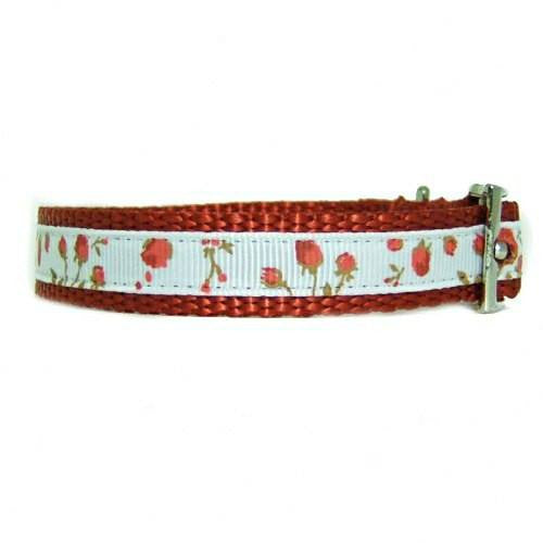 Roses decorated pet collar side view.