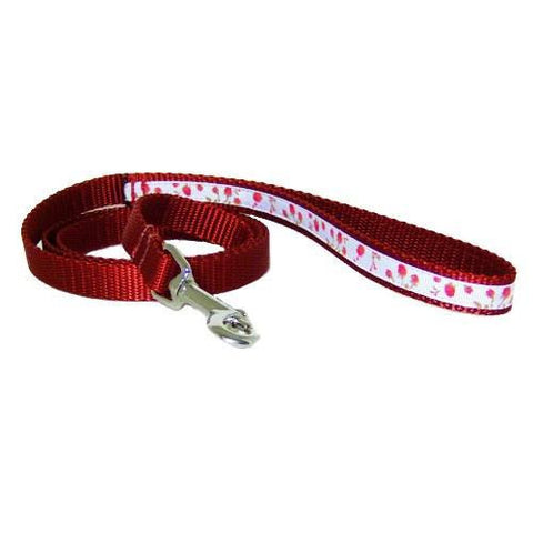 Lovely red roses adorns this decorative pet leash.