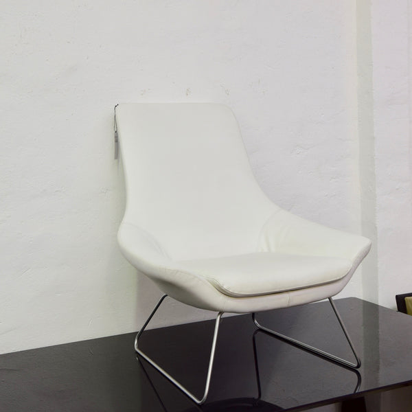 flow chair by walter knoll in white leather 2 available home furniture on consignment. Black Bedroom Furniture Sets. Home Design Ideas