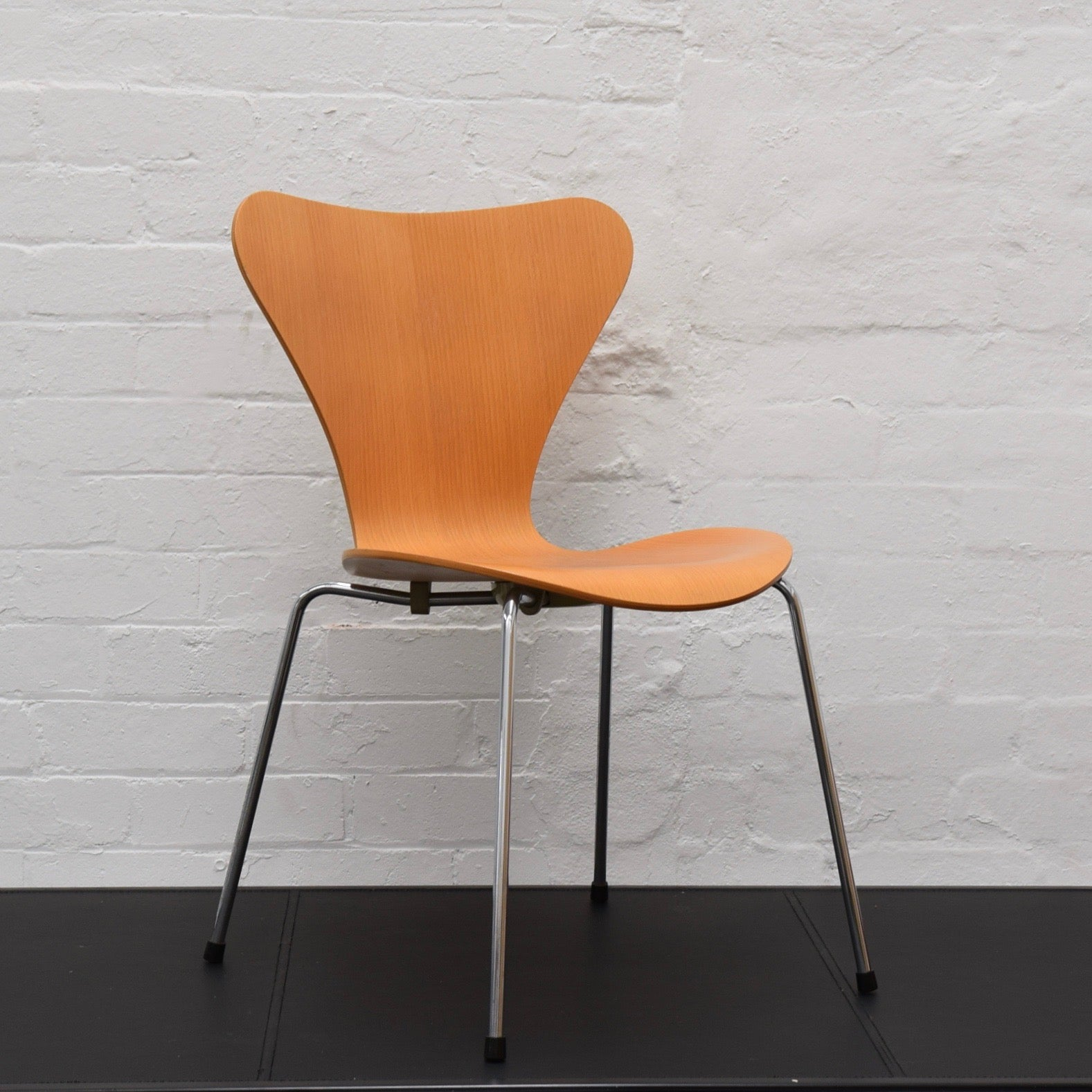 Series 7 Chair By Arne Jacobsen For Fritz Hansen (2 Available)