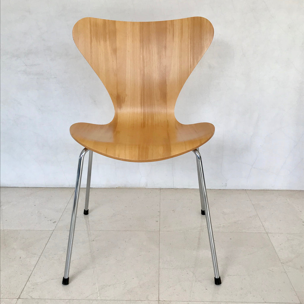 Set Of Four Series 7 Chairs By Arne Jacobsen For Fritz Hansen 2