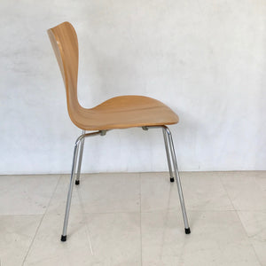 Load image into Gallery viewer, Set of FOUR Series 7 chairs by Arne Jacobsen for Fritz Hansen (2 Sets Available)