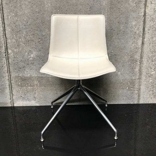 Catifa 46 Swivel Chair by Arper - White