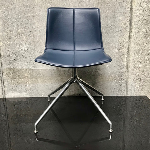 Catifa 46 Swivel Chair by Arper - Blue