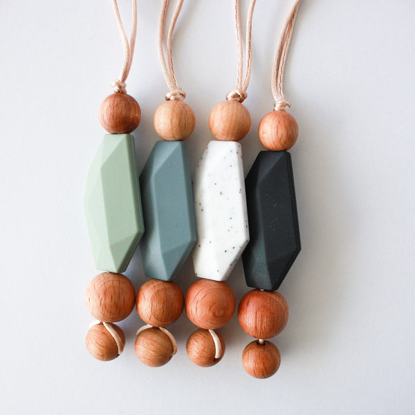 MOUNT LINEHAM teething necklace