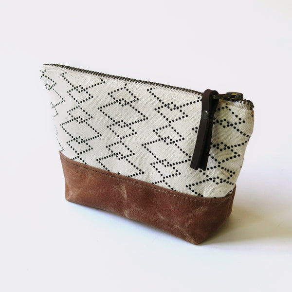 Wedge Zip Pouch 'Canyon' White/Tan
