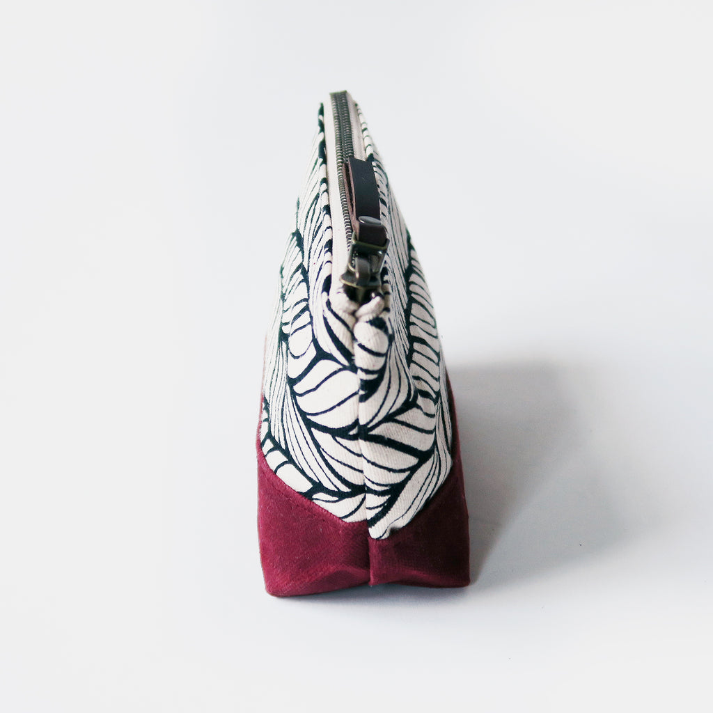 Wedge Zip Pouch 'Columbia' White/Burgundy