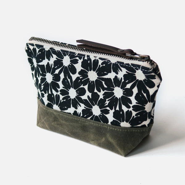 Wedge Zip Pouch 'Villa Flores' White/Green