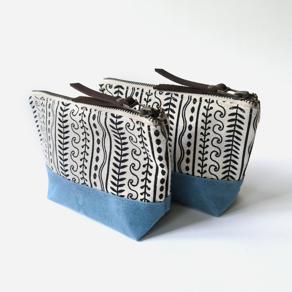 Wedge Zip Pouch 'Cypress' White/Blue