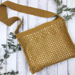 Yarnish Makes - Gabriella Messenger Bag by Nicole Vesterholm