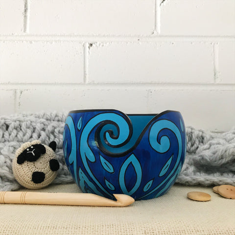 Scheepjes Yarn Bowl - Mango Wood - Blue Leaf