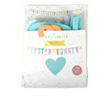 Packaging letter banner pastel
