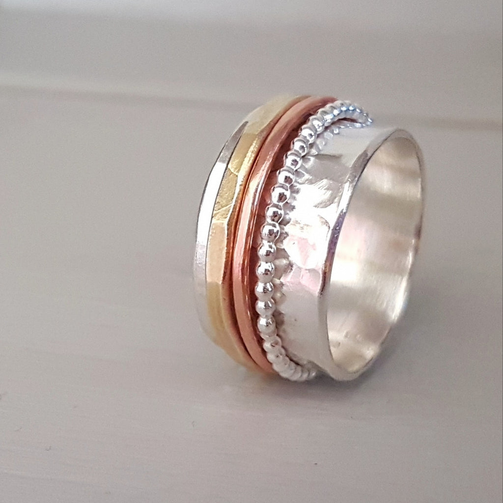 Silver spinner ring, made for it's attractive look, but also helps with anxiety and a nature to fidget