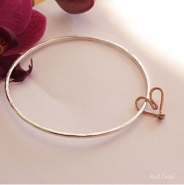 Sterling silver textured stacking bangle with floating copper heart - Red Ted's Jewellery