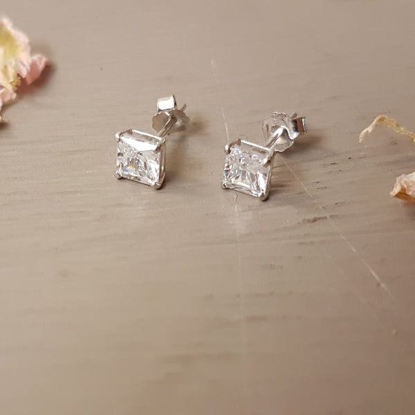9ct White Gold with Cubic Zirconia stud earring - Red Ted's Jewellery