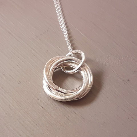 Interlocking ring necklace