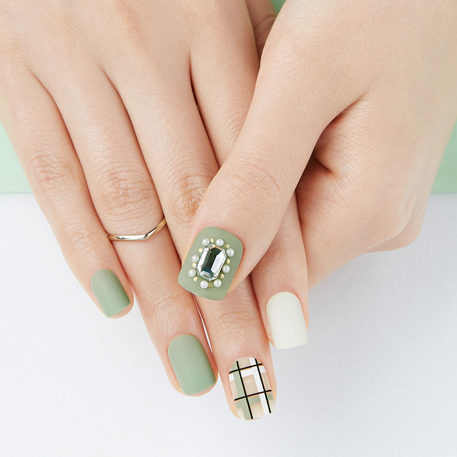Bossy Mossy | Green Magic Press Nails by Dashing Diva