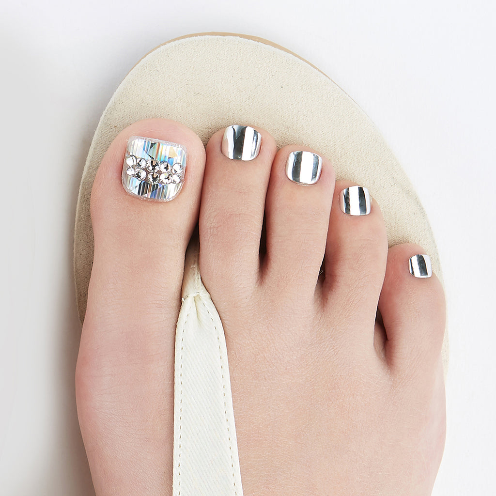 Going Platinum | Magic Press Nails for Toes by Dashing Diva