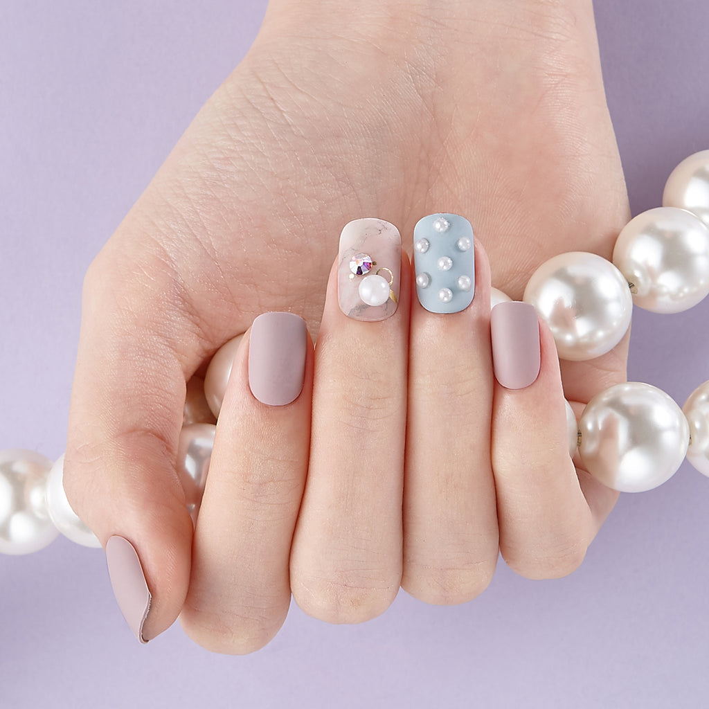 Well I'll Be | Pearl Accents Magic Press Nails by Dashing Diva