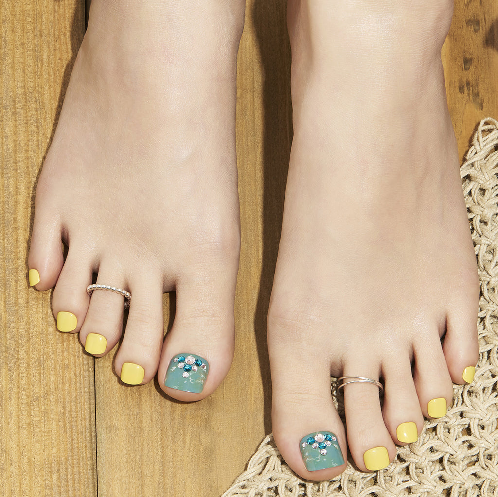 Summer of Green | Yellow + Green Magic Press Toe Nails by Dashing Diva