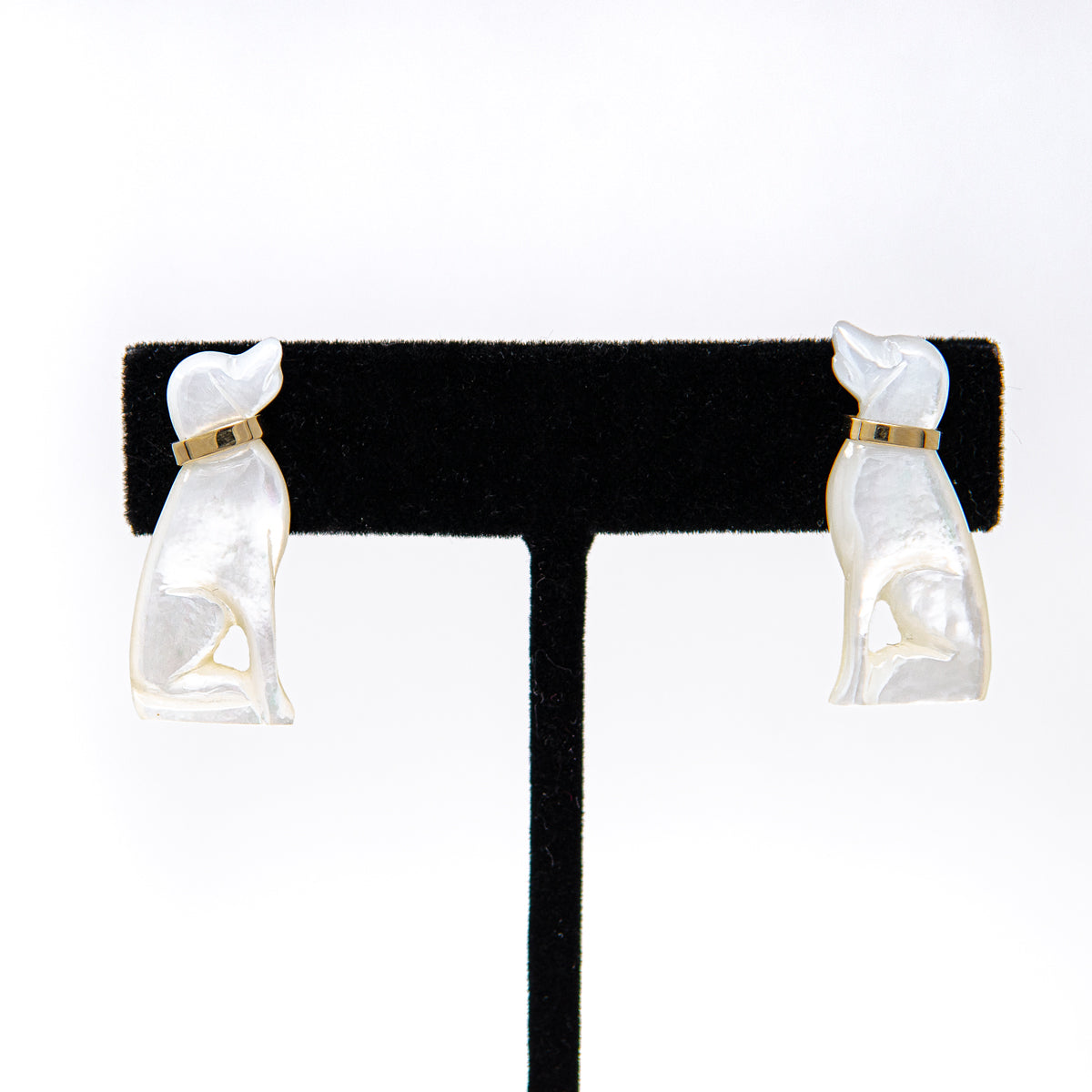 Mother-of-pearl pair of dogs earrings