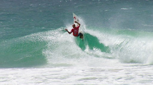 Kelly slater tears up another Snapper Rocks wall