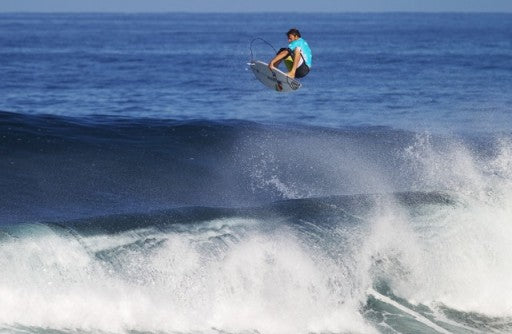 After a few hard landings in Hawaii Dane Reynold's has been grounded by a knee injury. Photo: ASP/Kirstin