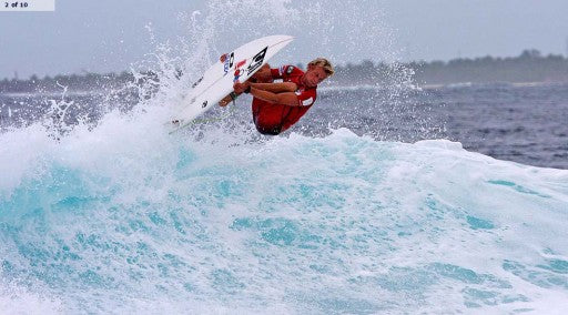 Patrick Gudauskas lands a rodeo flip in the dying seconds of his round of 24 heat and scores perfect 10.
