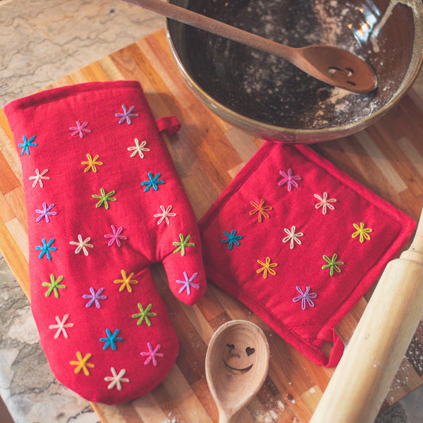 Susan Oven Mitt & Potholder Set - Red Linen