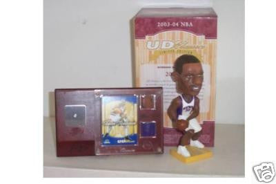 Amare Stoudemire Bobblehead and Jersey - BobblesGalore