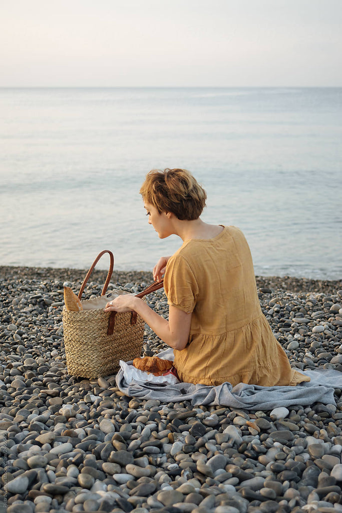 Solo Summer Picnic: What To Wear, Pack, & Read