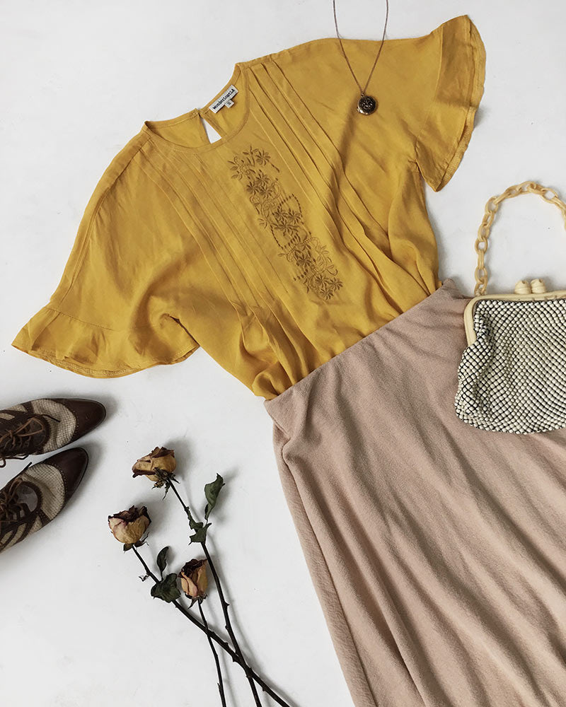 Vintage Outfit Ideas: Embroidered Golden Hour