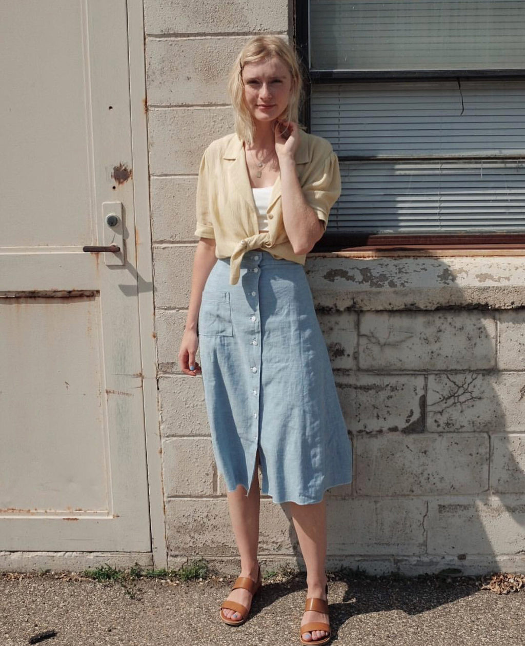 6f7232a2b6 Midi Denim Skirt Outfit