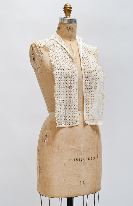 Gallier House Collar / vintage 1920s eyelet lace collar