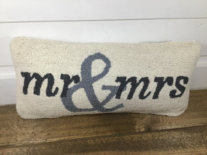 41600118 Mr & Mrs Pillow