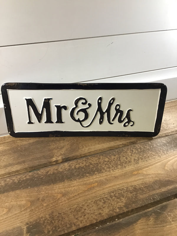 161602 MR & MRS WALL DECOR