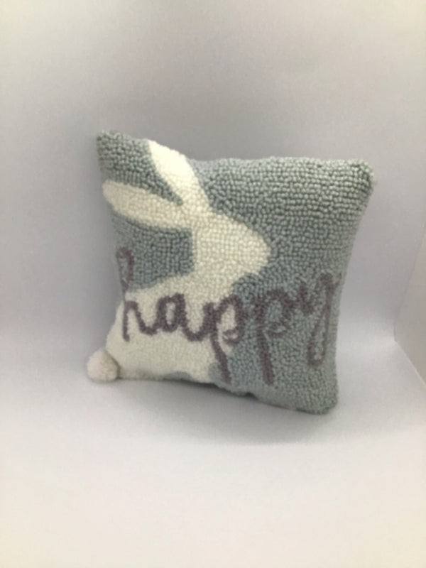 41600267H Easter Pillow