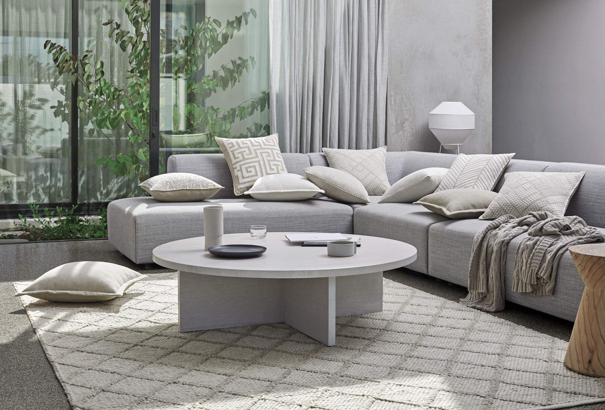 "<span>Shop<br><span style=""font-weight: 600;"">Cushions</span></span>"