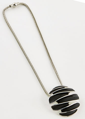Iris Magnetic Necklace - Black