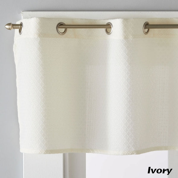 Closeup of Ivory Trio Grommet Valance
